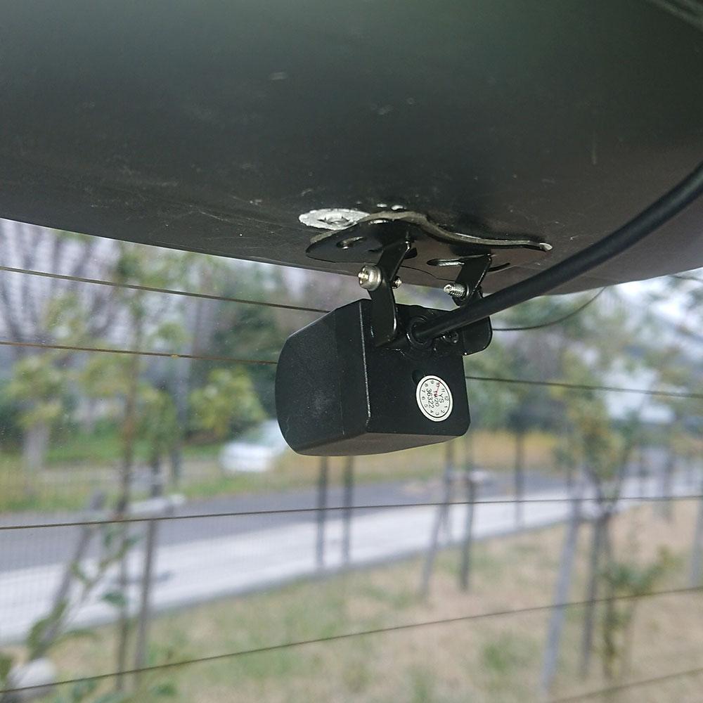 設置は超簡単!7.84インチモニター付きで前後を撮影できるサンコーの「置くだけドライブレコーダー」