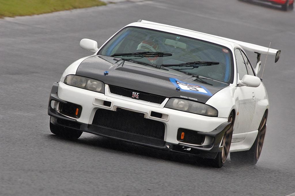 「第二世代GT-Rの不人気モデル『BCNR33』を再検証」オーテックツカダが手がけた33Rを筑波サーキットでチェック!