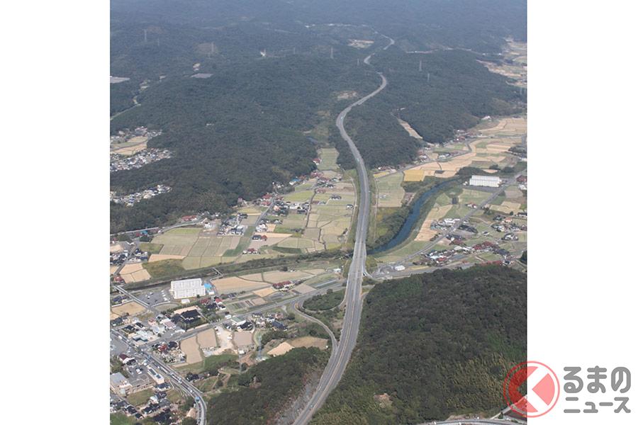 全長30km以上!? 日本最長の私道を走る謎の巨大マシンとは