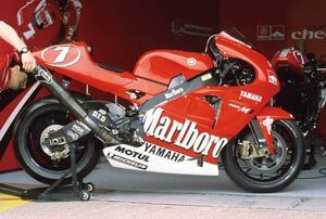 【MotoGP創成期(2)】WGPからMotoGPへ「4サイクル990cc時代の初代GPマシンたち」<YAMAHA YZR-M1 編>-2002年-