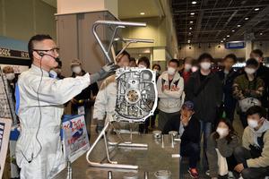 伝説のエンジンがバラバラに! スバルの名機「EJ20」解体ショーが大人気の理由【大阪オートメッセ2020】