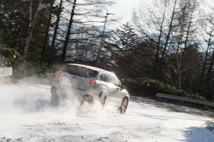 雪道で優先するのはエンジンブレーキ? それともフットブレーキ?【昭和なドラテクを再考察】