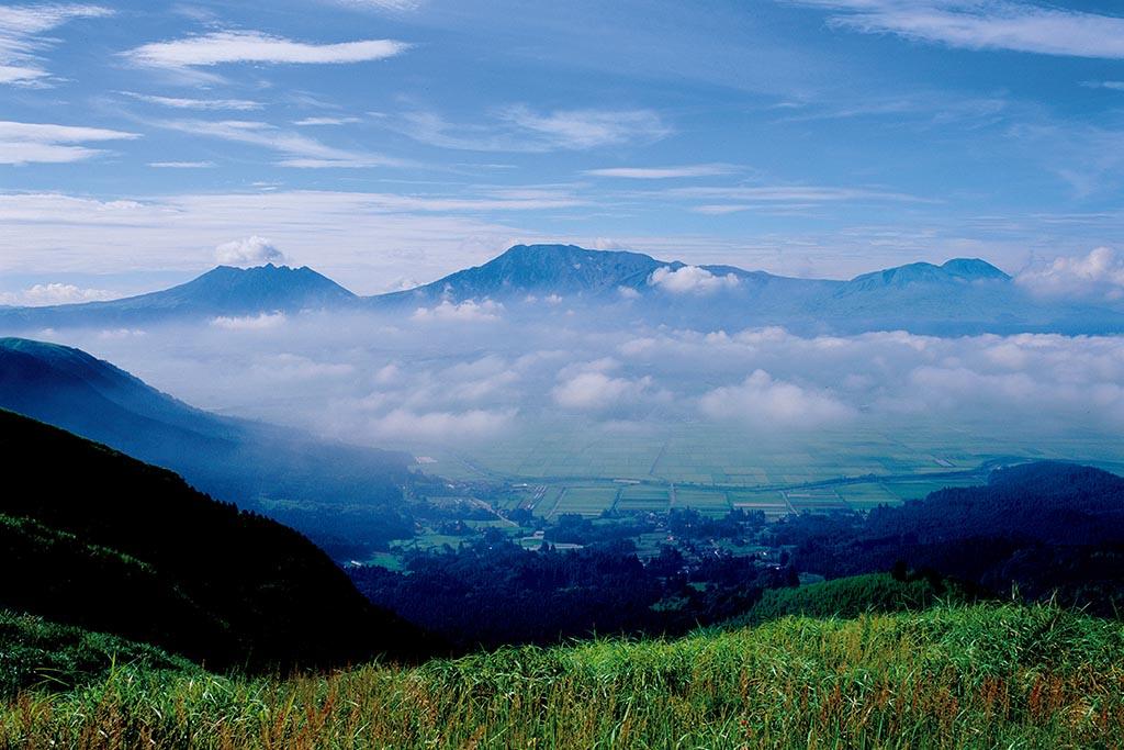 やまなみハイウェイから阿蘇五岳を目の前に(熊本県 城山展望所)【雲海ドライブ&スポット Spot 82】