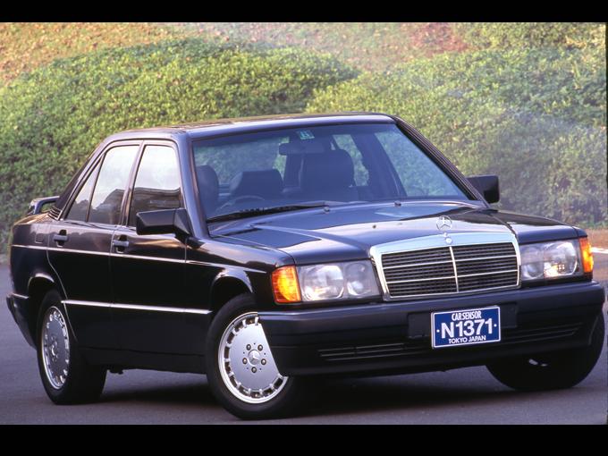 絶滅危惧車の初代Cクラスは、確かにコストカットを行った……。それでもメルセデス・ベンツらしさを失うことはなかった