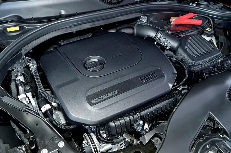 ミニ クラブマン改良でガソリン7速DCT化とライトまわり変更。JCWは75psアップ