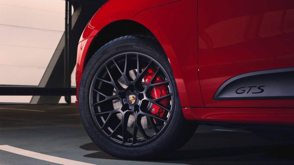 待望の「ポルシェ マカン GTS」発表! 380ps&520Nmを誇るエネルギッシュなスポーツSUV