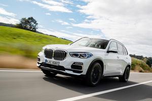 BMWのプレミアムSUV「X5」 ハイパワーV8とプラグインHVの2モデルを追加