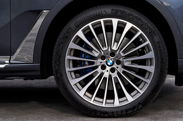 BMWの巨艦SUV「X7」ようやく登場。後発だけに充実した装備と完成度