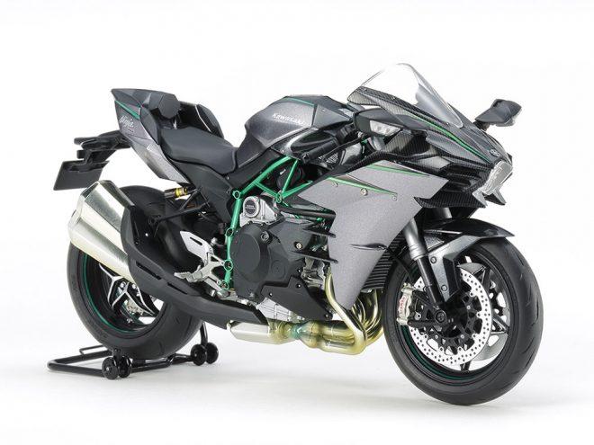タミヤが1/12スケールのオートバイ、カワサキ Ninja H2 CARBONを3月下旬に発売