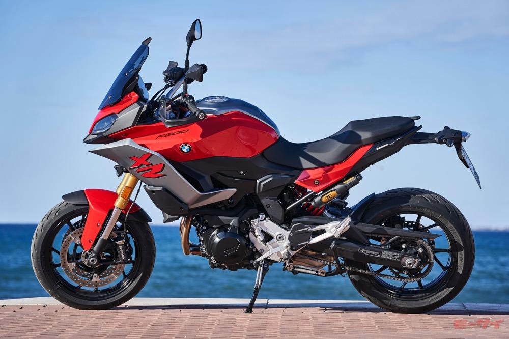 【試乗速報】BMW F900R & F900XR 「プラス40ccの余裕」で高速性能と上質さがアップ