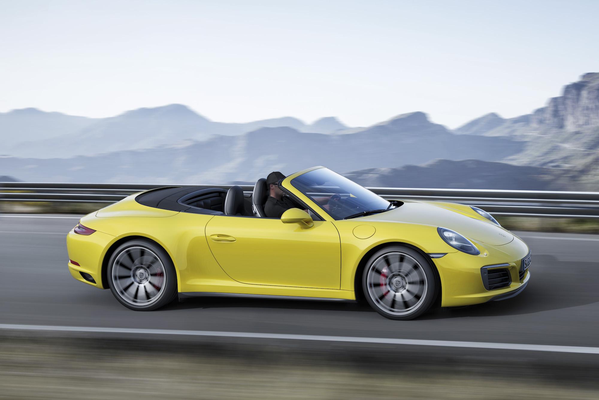 テレビや映画などで、走っている車のタイヤが逆回転して見えるのはなぜ?