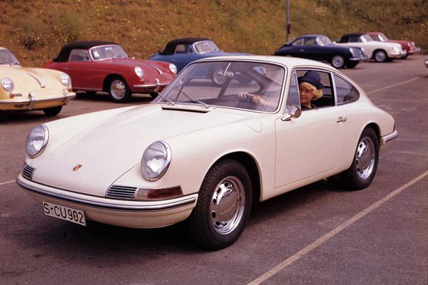 ポルシェ クラシック・モデルの製造時データや現在の車両状態の証明書を販売