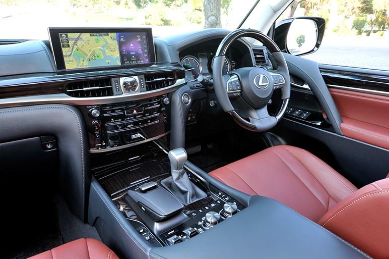 新型レクサスLX、1100万円のプライスタグを掲げる頂点SUVの実力は?