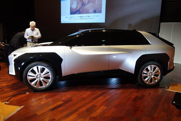 スバルのハイブリッド車と電動ツインモーターSUVを考察する
