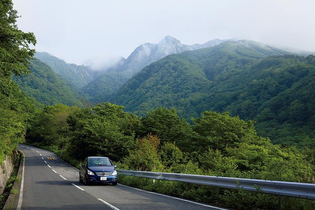 雪をいただく大山が一面の雲海に浮かぶ(鳥取県 明地峠展望台)【雲海ドライブ&スポット Spot 68】