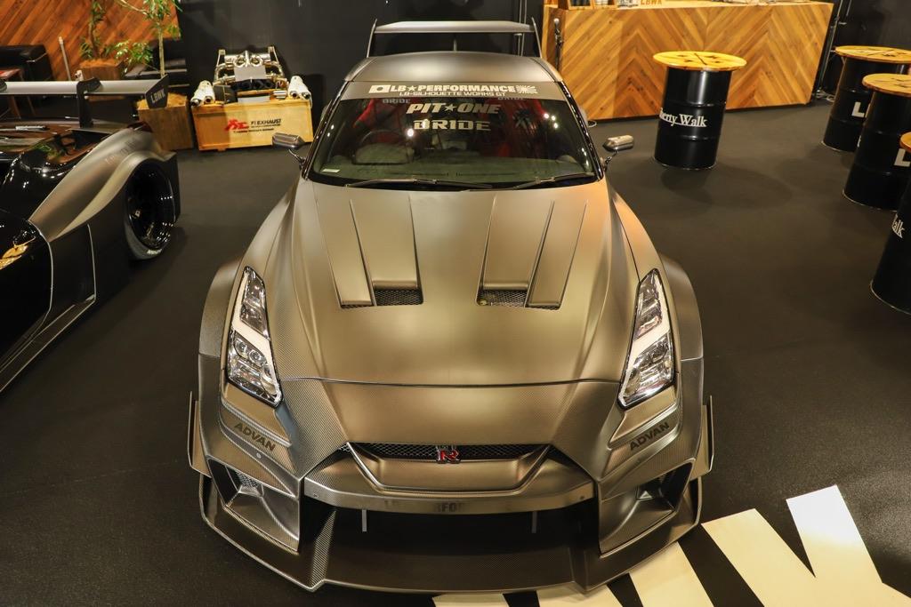 「全身ドライカーボンのリバティーウォークR35GT-Rに驚愕!」キット価格も超ド級の700万円超え!【東京オートサロン2020】