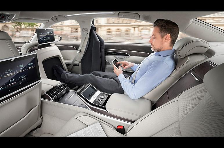 アウディ、新型A8をワールドプレミア。加速・操舵・制動の自動化を実現