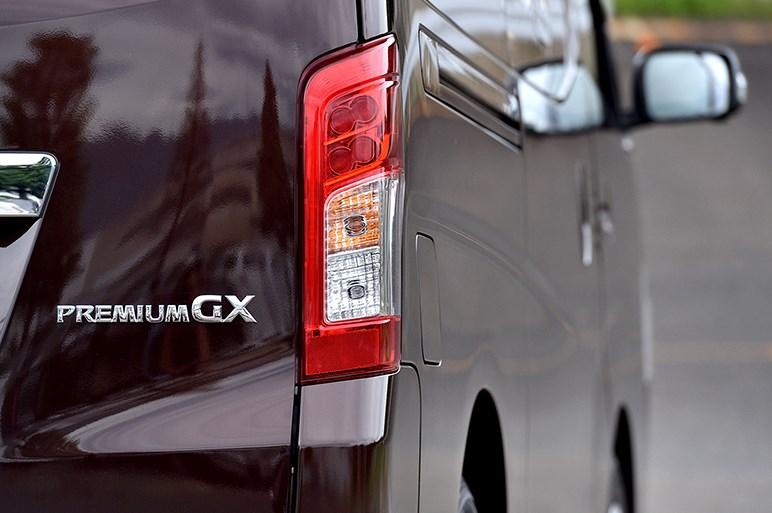NV350キャラバンがマイナーチェンジで自動ブレーキをバン全車に標準装備