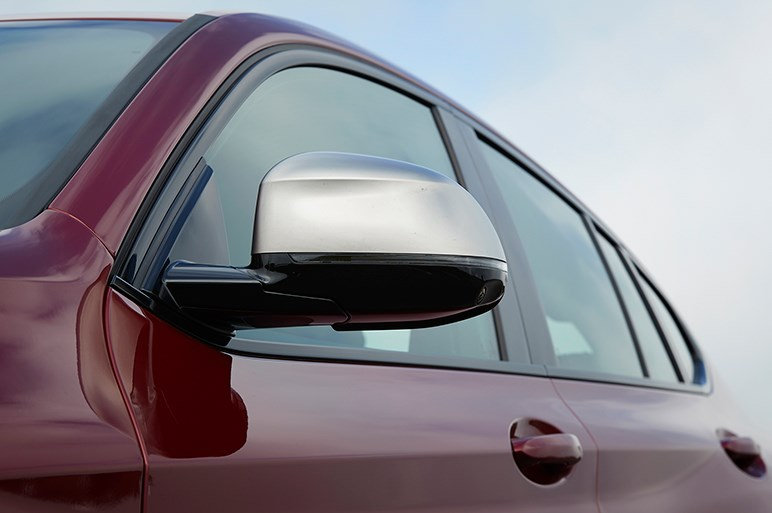 """""""10cm浮いて走るスポーツカー""""新型BMW X4をただのキワモノと見るべきではない"""