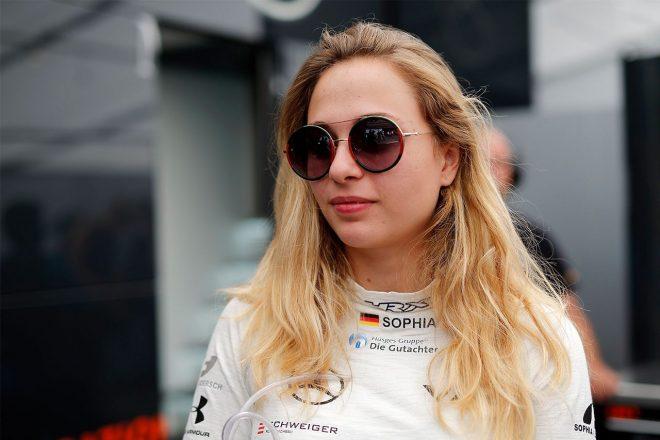 ソフィア・フローシュ、フェラーリの女性ドライバー育成計画を批判