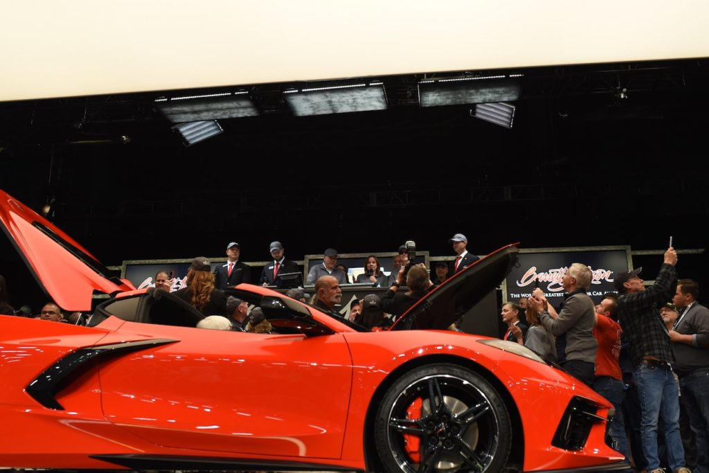 新型シボレー コルベットが約3億3000万円で落札! 量産第1号車がチャリティオークションへ