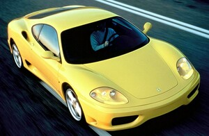 地獄への階段? 年収300万円のサラリーマンが最安700万円台のフェラーリを買って生活できるのか?