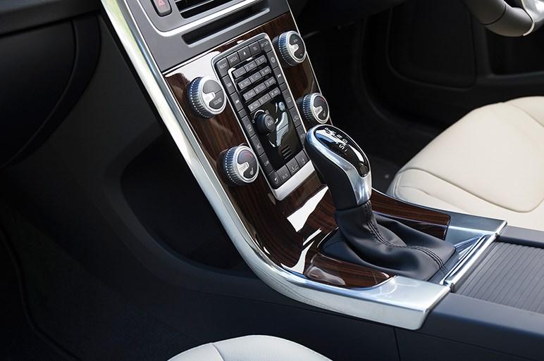V60クロスカントリー。エンジンも走りもドイツ車とは世界が違う