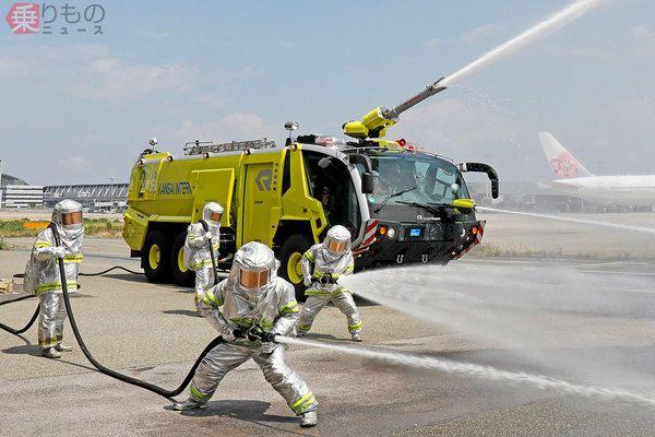 日本でここだけ「黄色い消防車」関空に 赤じゃない理由、空港ならではの事情