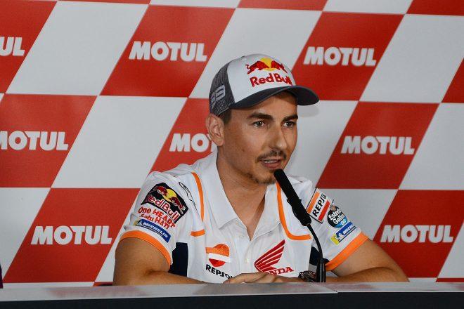 MotoGP:バレンシアGPで急転直下の引退会見。ロレンソ、2度の転倒後「モチベーションが見つからなかった」