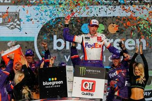 NASCAR第35戦:トヨタは3台が王座獲得権を確保。マニュファクチャラーズタイトルはトヨタに輝く