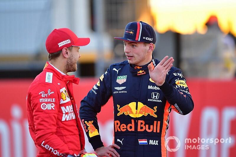 セバスチャン・ベッテル、F1アメリカGPのフェラーリ直線失速は「ダウンフォースを増やしただけ」と説明。フェルスタッペンの批判に対処