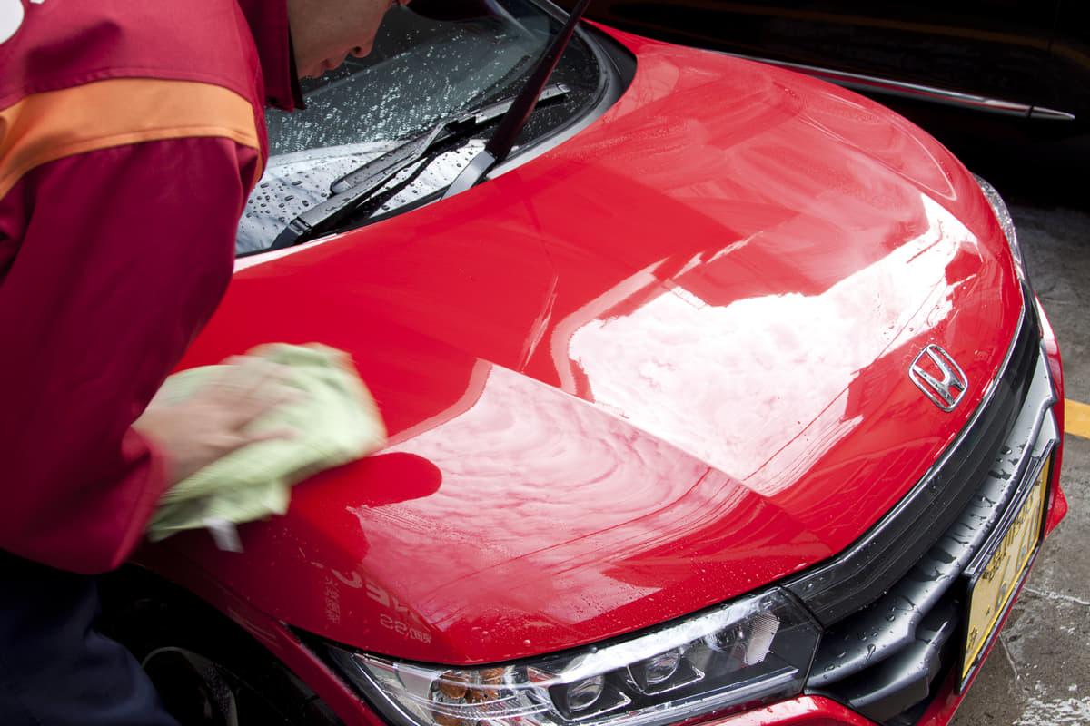 旧車には洗車すらダメージ! サビを防ぐべく拭き上げ後に必須の「ひと手間」とは