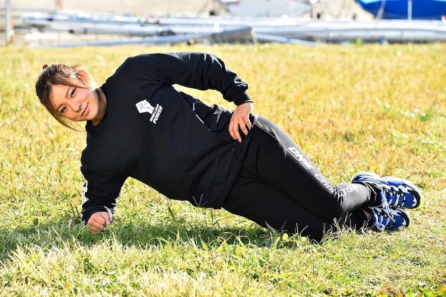 """人造人間18号に似ていると噂の平田樹選手と体を動かす際の""""支え""""となる側面の筋肉を鍛える~バイクde体幹トレーニングVol.8~"""