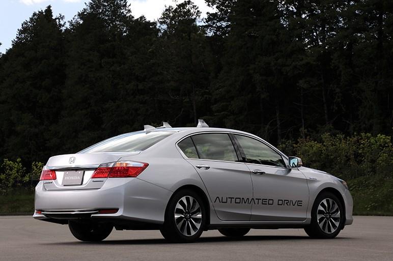 ホンダのテスト車に乗って、自動運転の時代はもう少し先になりそうな予感がした