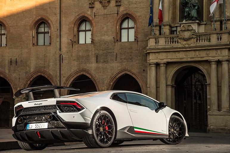 市販車ニュル最速タイムを記録した「ウラカン・ペルフォルマンテ」の実力