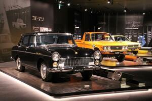 自衛隊車両から日本初の量産型ディーゼル乗用車まで「いすゞプラザ」は激レア車揃い!