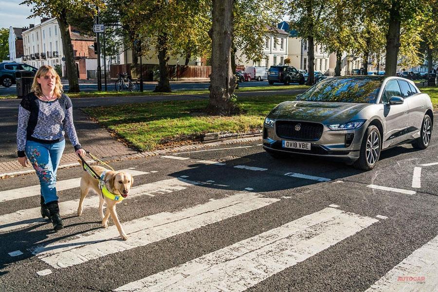 ジャガーIペース 歩行者警告システムが欧州新基準に適合 初のモデルに