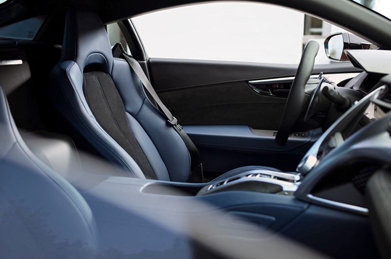 NSXのレースカー仕様NSX GT3の改良版が発表 最新版GT3 Evoの進化に迫る