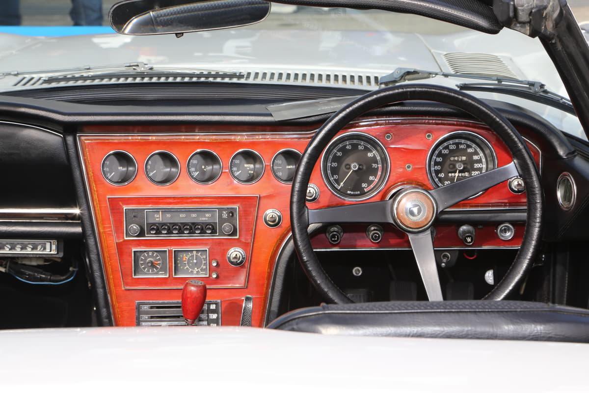 世界でたった2台?  映画「007」のボンドカー『トヨタ 2000GTロードスター』が富士に降臨