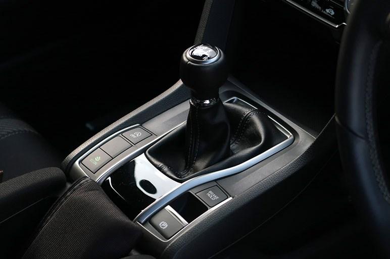 シビックのMT車に標準装備の追従型クルコン(ACC)は使えるか?