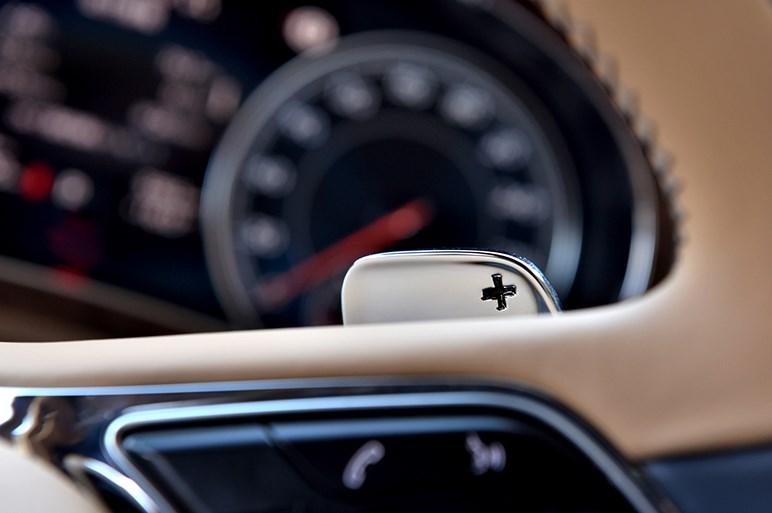 ベントレー初のSUV・ベンテイガ試乗。日常域ではすべてが優雅な走り