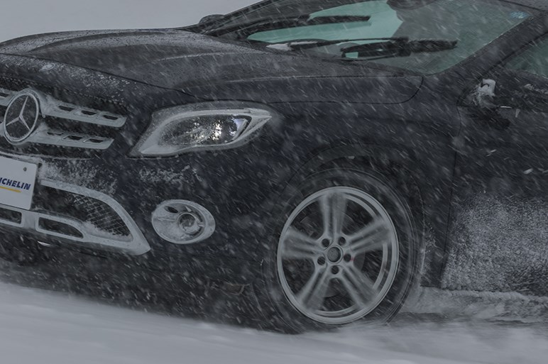 ミシュランのオールシーズンタイヤ、その走りは? 雪道は? 口コミは? プロと一般ユーザーが答えます