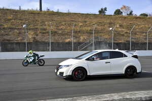 クルマとバイクはどっちが速い? F1エンジン開発経験者の出した答えとは