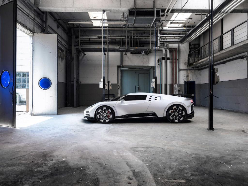 ブガッティ・チェントディエチ、デビュー! EB110をオマージュした110周年記念モデル