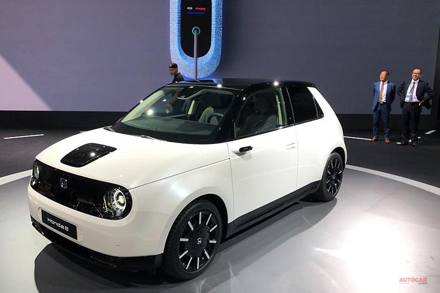 ホンダe発表 都市型EV 内装には、5枚のスクリーン デジタルミラーも
