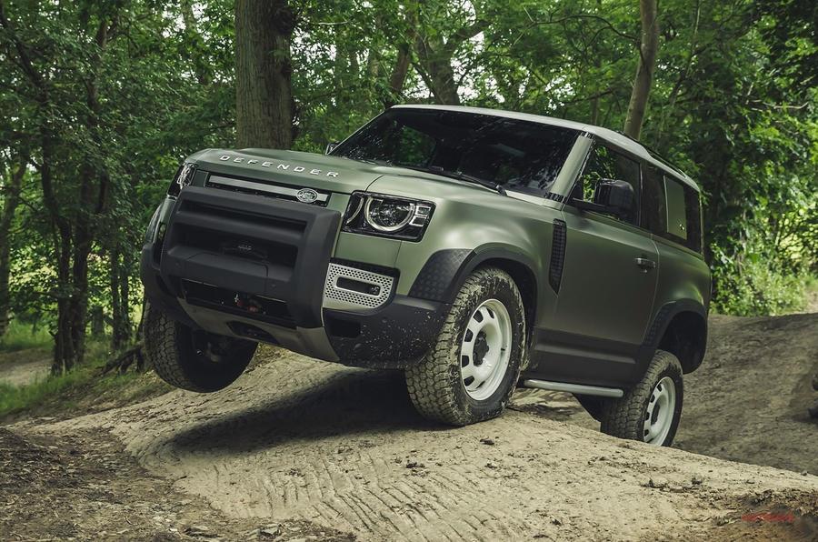 新型 ランドローバー・ディフェンダー発表 タフな4輪駆動モデルのアイコン