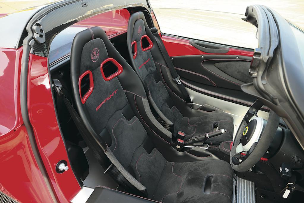 〈ロータス・エリーゼ〉「軽さこそ正義」を貫き続けるライトウエイトスポーツカーの真骨頂【ひと目でわかる最新スポーツカーの魅力】