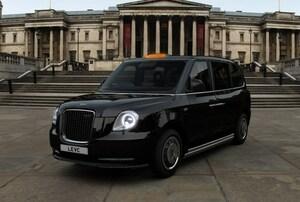 新型ロンドンタクシーが日本でも発売に。アルミボディのエンジン付EVというハイテックな高級車だった