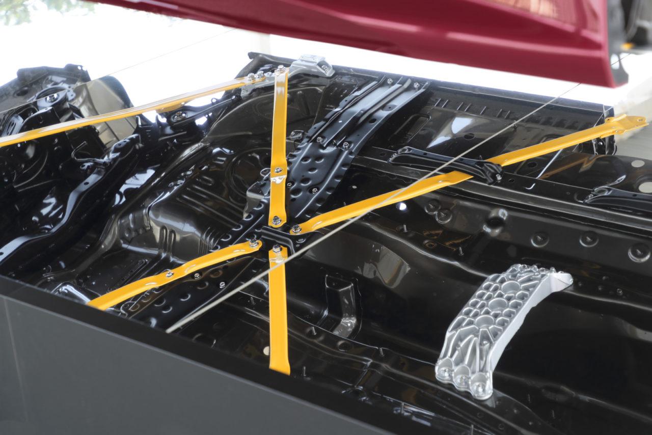 新型レクサス LCのオープン仕様は「V8を聴くための動くシアタールーム」。 渡辺慎太郎が国内初試乗!