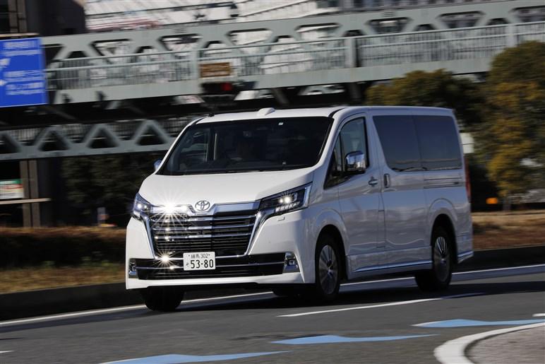 東京オリンピック用につくられた? まるで小さい観光バス、新型「グランエース」試乗